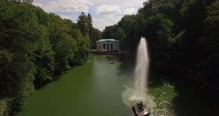 memórias : Aerial filming in picturesque and romantic dendrological park. SOFIYIVKA - the National dendrological park in Uman town Ukraine, without exaggeration of one of most beautiful places, created by human hand. Vídeos