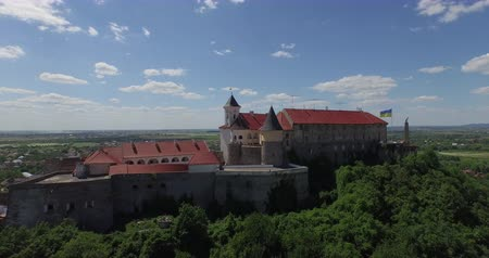anual : The Palanok Castle in Mukachevo Ukraine, Zakarpattia. Yearly over hundred thousands travelers from all over the world come here in order to see this unique sample of fortification architecture, recognized as one of the most interesting and well preserved  Vídeos