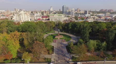 költő : Green central park with the T.Shevchenko monument in Kiev. Aerial view. A pleasant green park perfectly decorated with flowers and trees. In the middle of the park you see a monument to Taras Shevchenko who may be the greatest poet of Ukraine Stock mozgókép