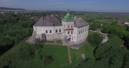 local de nascimento : Medieval Olesko castle near Lviv city. It stands on a picturesque hill. Aerial. The Olesko Castle amazes by its fantastic beauty. This is a unique monument of architecture and history of 13-18 centuries.
