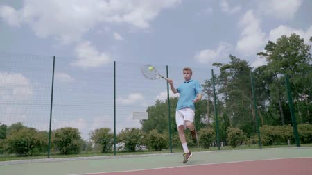úroveň : Unbelievable tennis shot. The player jumps over himself and hits the ball Dostupné videozáznamy