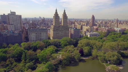 центральный : The Eldorado twin-towered luxury housing cooperatives near Central Park. Flying in New York city