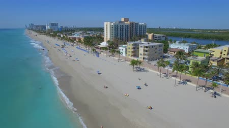 amerika : Aerial footage of Hollywood beach. Florida, USA Flying in paradise)
