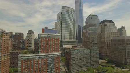 felhőkarcoló : Flying around Lower Manhattan with new world trade centre building in the middle. New York city aerial filming