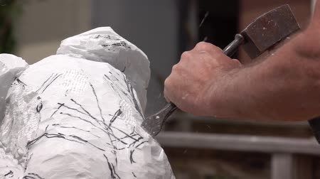 kamień : The artist creating sculpture of stone. Art studio. Slow Motion. Close-up shot. Artist working with stone and sculpting statue