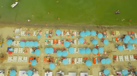 branqueamento : Aerial View. Popular %u0441ity beach. Many sun umbrellas at the coast,