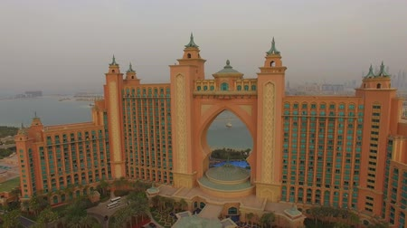 takımadalar : Aerial view of luxurious hotel Atlantis the Palm. Dubai, UAE. Sunset.