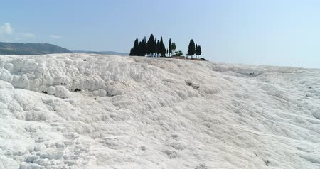 cálcio : Aerial. Pamukkale terraces or cotton Castle. Brilliantly white calcium cliff. Turkey. 4K.