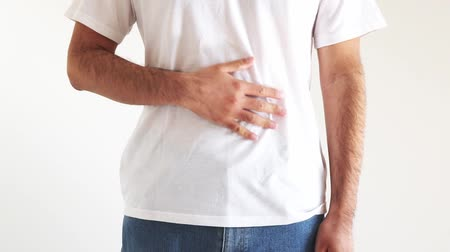 esfregar : A man wearing a shirt stroking his stomach