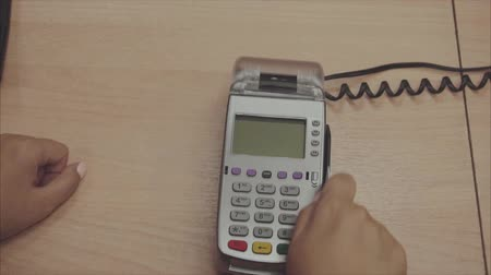 chip and pin : Credit card payment terminal. Transfer payment. Slow motion.