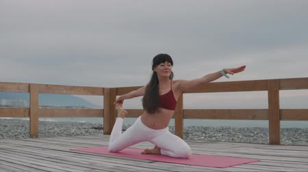 meditando : young attractive woman doing yoga on the beach. Fitness, sport, yoga and healthy lifestyle concept.