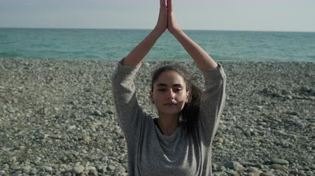 ağaç gövdesi : Young female girl practicing yoga outside.