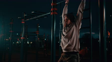 bodyweight : Guy doing abs workout outdoor at nighttime.