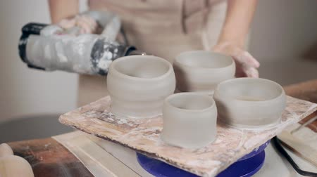 加熱 : Ceramist working with pottery in workshop. 動画素材