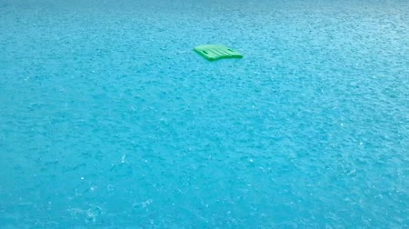 uszoda : Raining at swimming pool with swimming board
