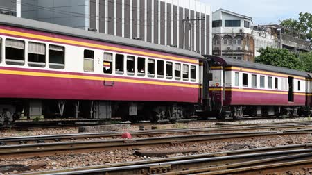 multa : Bangkok, Thailand - October 26, 2015 : Unidentified train and unidentified railway employees attaching coach bogies before departure at State Railway of Thailand. Vídeos