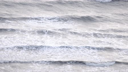 veszélyes : Slow motion big stormy ocean wave bad wind sea winds, full HD.