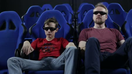 dívat se : People in stereo glasses sit at cinema and watch movie with chair shake effects for motion imitation Dostupné videozáznamy