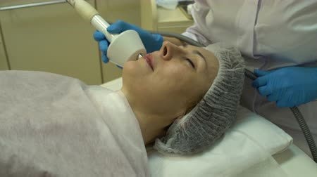 makineleri : Facial rejuvenation using apparatus for rf-lifting
