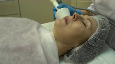 máquina : Facial rejuvenation using rf-lifting Stock Footage