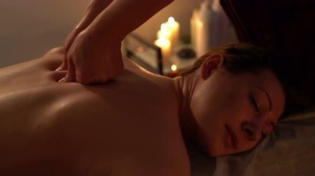renovável : Professional Thai massage of womans back