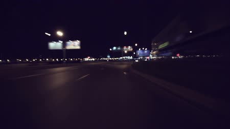 řídit : Fast City Drive At Night In Saint-Petersburg