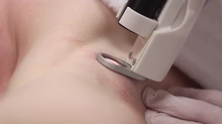 przeprowadzka : Laser Hair Removal Using The Apparatus Wideo
