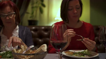 midye : Girl in a restaurant eating baked mussels Stok Video