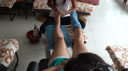 akupresura : Thai foot massage. The masseuse uses a teak wand for foot reflexology