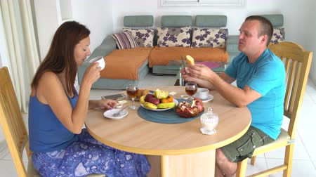 Couple having breakfast at the table at home 影像素材