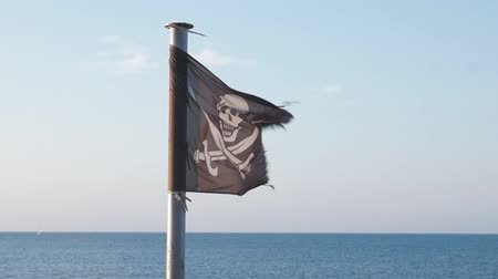 pirat : Pirate flag fluttering in the wind