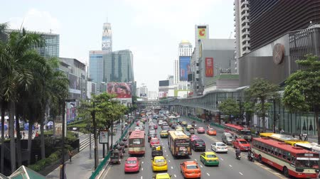 BANGKOK - MARCH 26. Business congested traffic on March 26, 2018 in Bangkok downtown, Thailand. About half of the taxi fleet in Bangkok runs on alternative fuel such as CNG. Стоковые видеозаписи