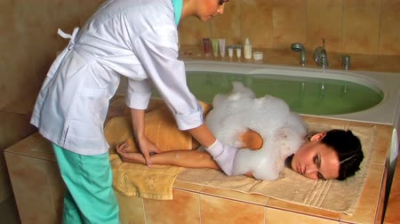 wanna : Young woman in hammam or turkish bath. Wideo