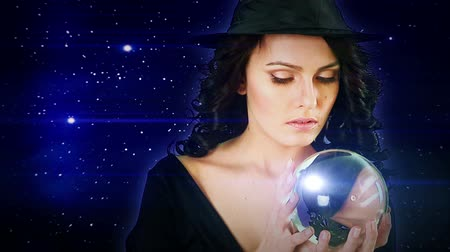 psicodélico : Girl with fortune telling ball foretells future against  star sky. Camera moving forward.