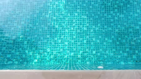 bordas : Swimming pool blue water and white side bar floor tiles in hotel for relax and chllin on vacation day or travel or sport and recreation and top view angle.