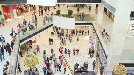 ruházat : Slightly defocused crowd of walking people in the newly opened shopping mall center Stock mozgókép