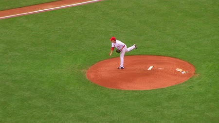 CINCINNATI - SEPTEMBER 2: Pitcher (name withheld) delivers ball during regular season baseball game September 2, 2008 in Cincinnati, OH. Стоковые видеозаписи