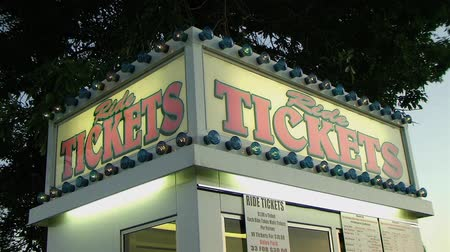 targi : Close-up of ticket booth marquee with continuous looping light pattern.  Wideo