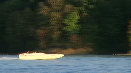 speedboats : WAYNESVILLE - SEPTEMBER 8: Couple (names withheld) from Waynesville, OH enjoys one of the last days of summer on their boat at Caesar Creek State Park September 8, 2007 in Waynesville, OH. Stock Footage