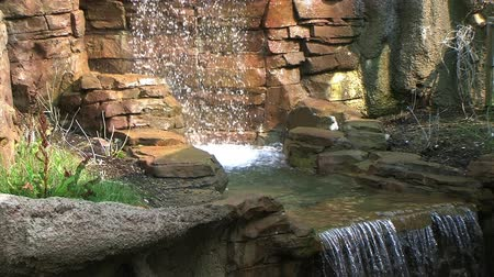 umělý : Ornamental waterfall with cascade and water flowing into pool, with external audio.