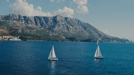 żaglówka : A sailboats the Adriatic sea mountains background island Sv. Nikola Wideo