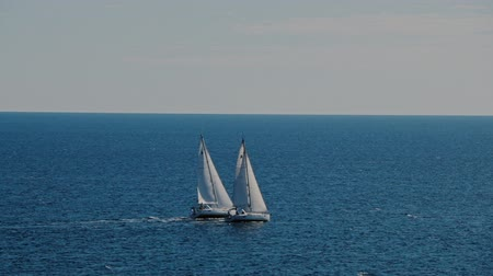 парусный спорт : A sailboats on the horizon in the beautiful Adriatic sea