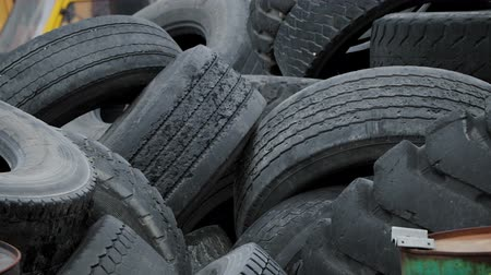 reciclado : Old Car Rubber, Tire, Wheel Stock Footage