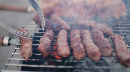 špejle : Meat and sausages are grilled. Close-up. Barbecue. Beautiful grilled meat. Dostupné videozáznamy