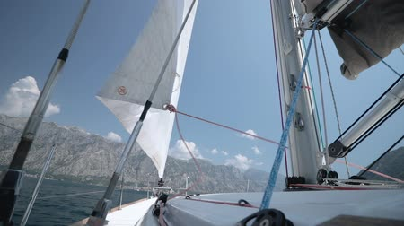 yat yarışı : The wind blows into a sail. Sail throws in different directions. Stok Video
