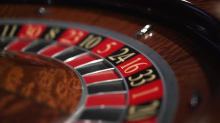 kasyno : Roulette in the casino spins and white ball