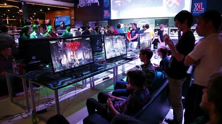 mortal : MOSCOW, RUSSIA - JULY 07, 2015: Gamers playing video games, annual Mortal Kombat tournament on July 07, 2015 in Moscow, Russia Vídeos