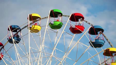 ярмарка : Colorful cabins of ferris wheel close up