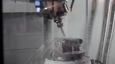 moagem : CNC metal processing machine Vídeos