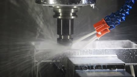 moagem : CNC drilling and milling machine